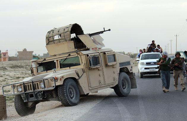 Fuerzanan special Afghano cu ayudo di atake aereo americano ta tuma posicion den norte di e cuidad.