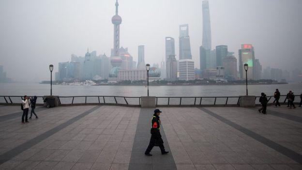 _88436024_shanghaibusinessdistrict2.jpg