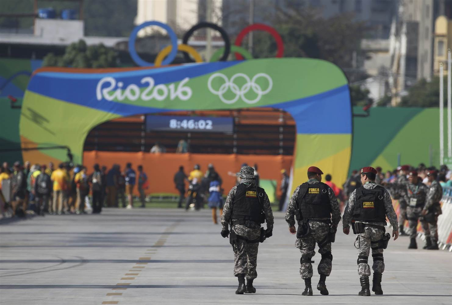160902-rio-olympics-security-559p_011decf3330593bfe58d2450a8e2346d.nbcnews-ux-2880-1000.jpg