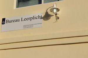 Bureau Leerplicht Aruba : Bureau leerplicht a reuni cu cabesantenan di scol riba varios punto